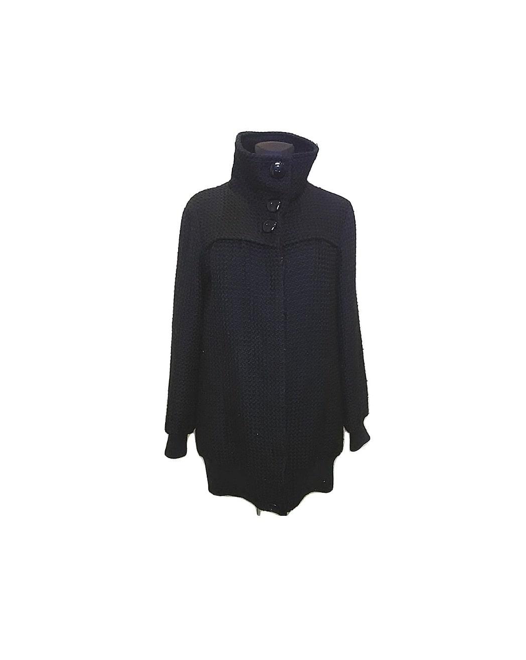 Moteriškas juodas ilgas paltukas užsegamas sagomis