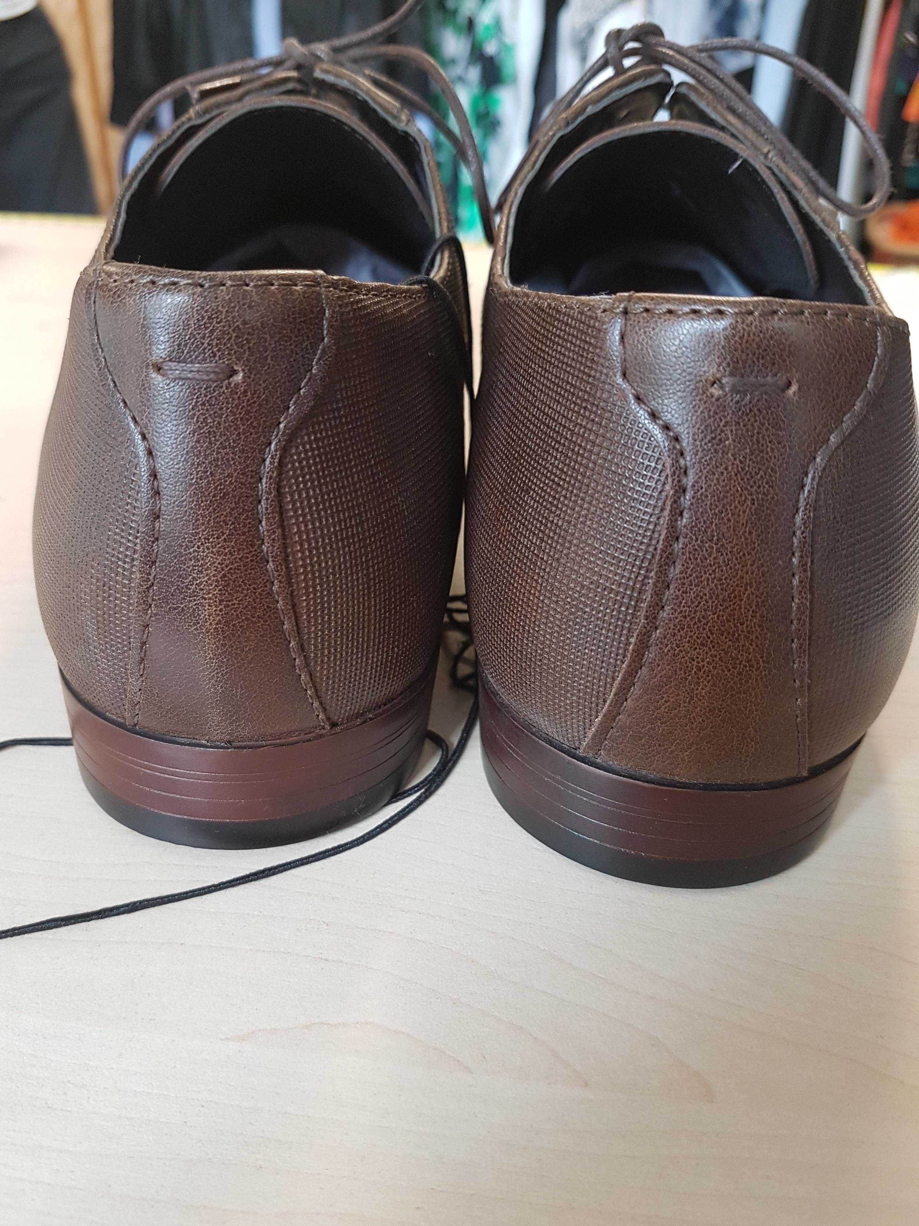 Vyriški rudi klasikiniai batai su raišteliais iš galo