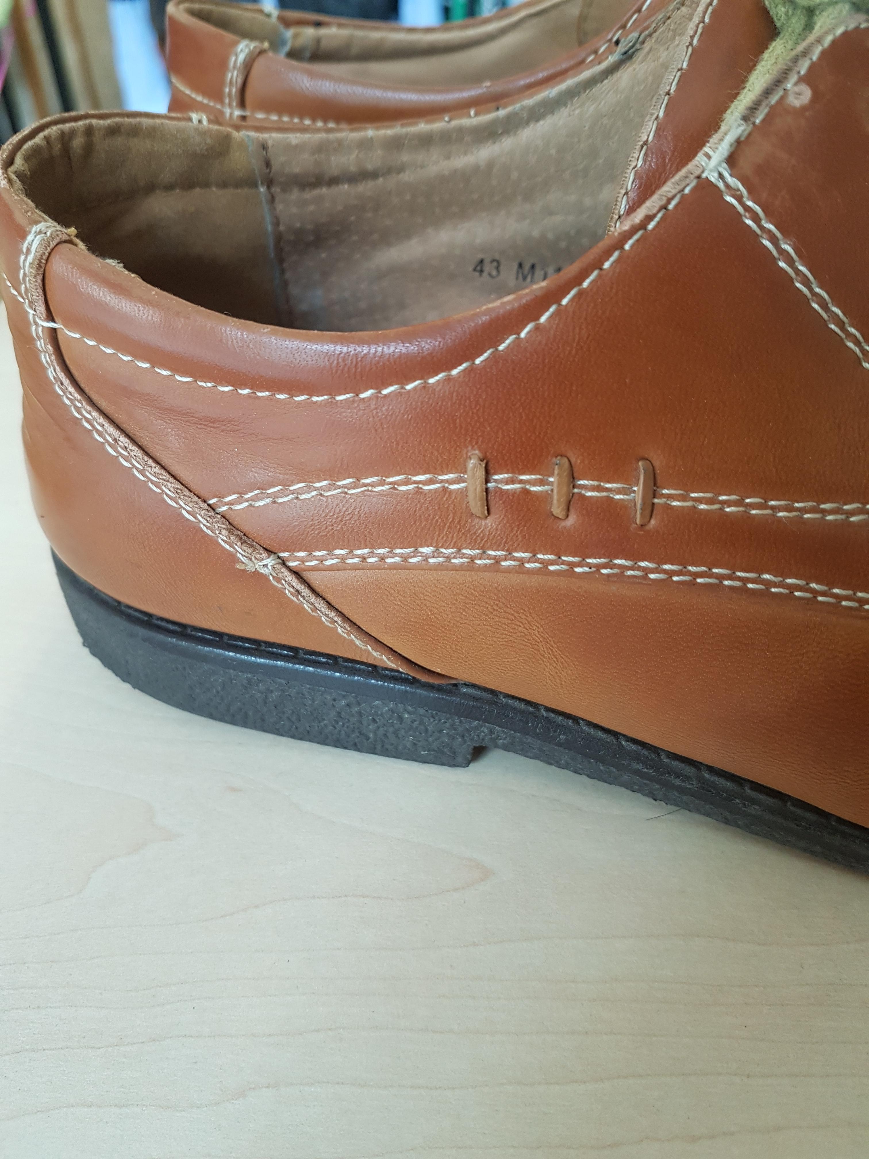 Vyriški rudi klasikiniai batai, Vapiano, iš šono